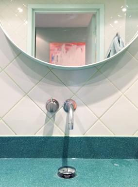 5.bathroom-mirror