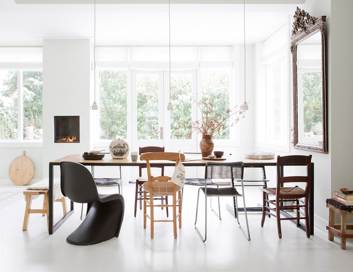 black-panton-s-chair-white-dining-room-wood-table-mixed-chairs-by-houseofpicturesdk