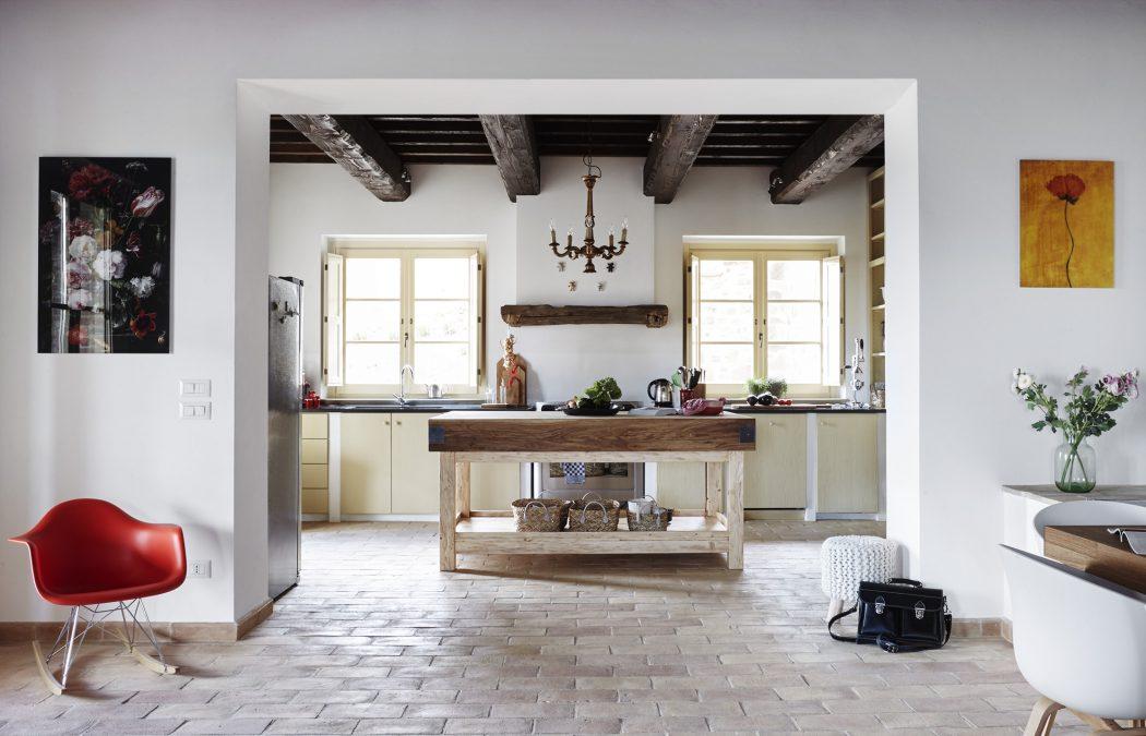 Casa in stile rustico contemporaneo la stanza vuota for Casa moderna in campagna