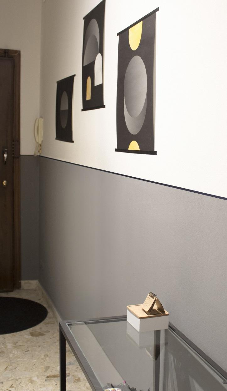 Corridoio con parete bicolore