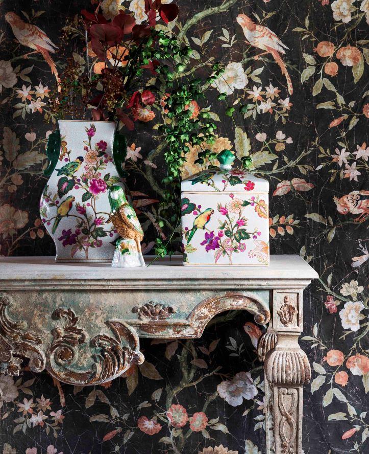 Blanc mariclo_Fantasie floreali impresse su ceramiche e decorazioni murali che creano distintive pareti couture.